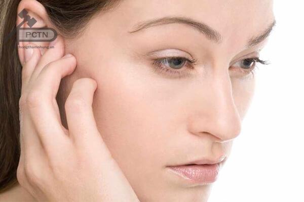 Điềm báo ngứa tai phải