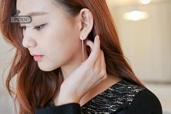 Điềm báo ngứa tai trái