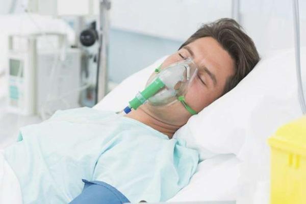 Bổ sung oxy bằng mặt nạ khi cần thiết