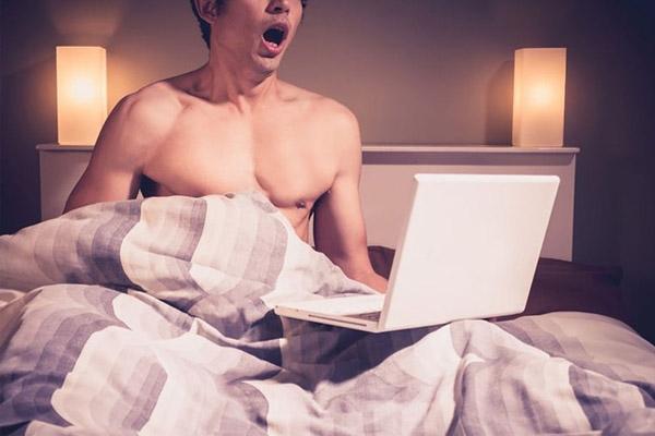 Nam giới xem Sex để quay tay