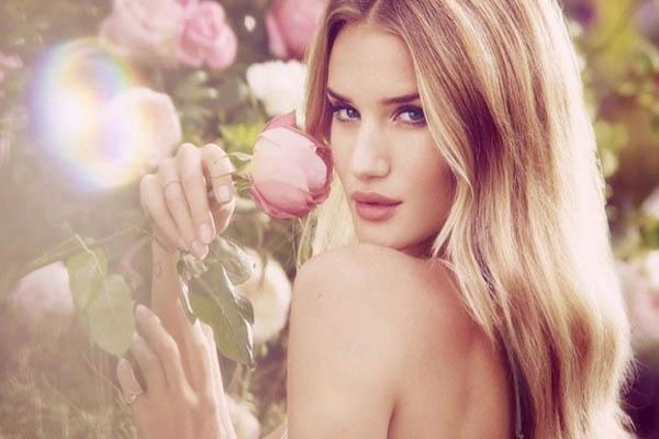 Phụ nữ phải luôn xinh đẹp, quyến rũ