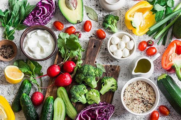 Nên ăn nhiều rau củ quả để giảm cân