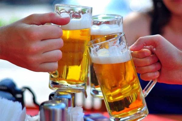 Rượu bia làm giảm khả năng kiểm soát hành vi của nam giới